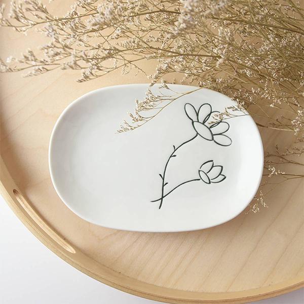 フラワー 18.7x13cm 割引も実施中 楕円 取り皿 日本製 美濃焼 洋食器 生活雑貨 キッチン 食器 皿 日本 東海焼き バーゲンセール 小皿 東海焼 現代風アレンジ 器 TOKAI-YAKI かわいい お皿 花柄