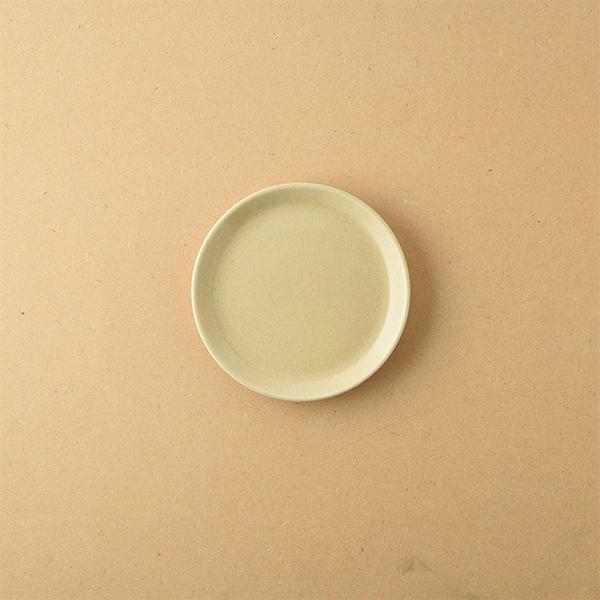 小田陶器 TOH 10壱重 9.6x9.6cm 小皿 コルクベージュ 日本製 美濃焼 洋食器 感謝価格 生活雑貨 キッチン 現代風アレンジ 小 日本 器 皿 最新 東海焼き 食器 ベージュ TOKAI-YAKI 東海焼 お皿
