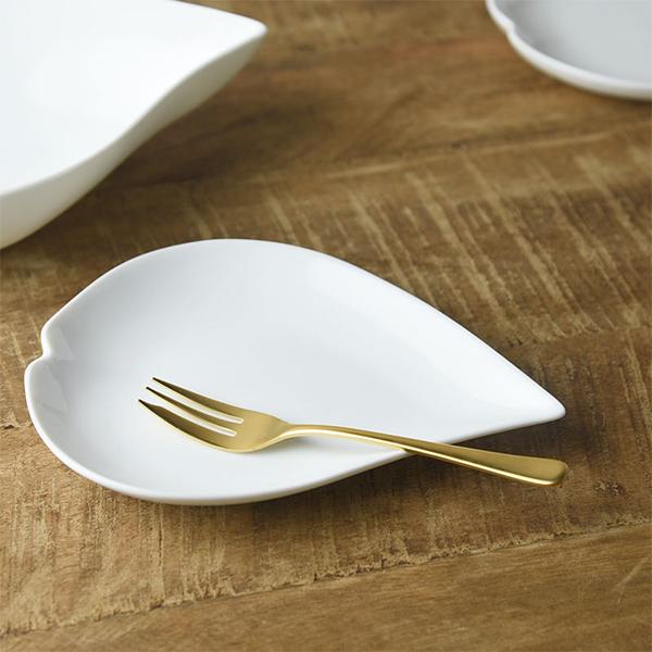さくらひとひら 18x13.5cm 小皿 日本製 美濃焼 洋食器 生活雑貨 キッチン 食器 日本 さくら ピンク 小 皿 白磁 器 お皿 予約 TOKAI-YAKI 東海焼 豊富な品 現代風アレンジ 東海焼き
