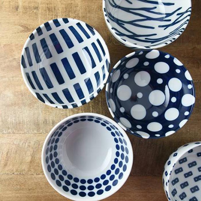 藍ブルー ボウル Japanese-blue 16cm bowl クロス ラウンド リピート ドット ウッド 日本製 うどんや丼もの料理にピッタリなサイズのボウルです 皿 茶碗 当店限定販売 東海焼き 洋食器 お皿 ご飯 現代風アレンジ 東海焼 直輸入品激安 美濃焼 TOKAI-YAKI