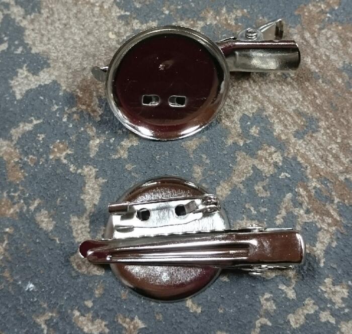 皿が小さめですので つまみ細工や小さ目コサージュに 皿部分23mm 買物 ブローチピン つまみ細工におすすめ コサージュ台 出荷 ピンタイプ クリップ
