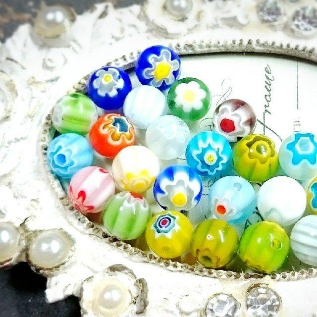 かわいいお花柄のランプワークビーズです 8mm 30個 ベネチアン風 ガラスビーズ ミルフィオリ 球体 倉庫 花 ラウンド型 お買得
