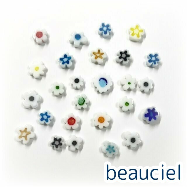かわいいお花柄のランプワークビーズです 70%OFFアウトレット 約8mm前後 ホワイト系アソート 10個 お花型 ベネチアン風 結婚祝い ミルフィオリ フラワー アソート 平たい形 花 ガラスビーズ