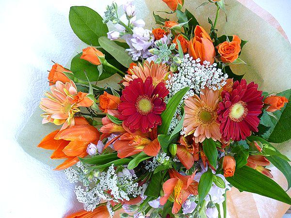 キュートでおしゃれな ラブリーブーケ 愛らしいお花をもらったら 自然と笑顔がこぼれちゃいそう 季節のお花をいーっぱい詰め込んで素敵なブーケをお届けいたします ラブリーブーケL オレンジ 販売実績No.1 10%OFF 花 フラワーギフト 結婚祝い 還暦 誕生日 退職祝い NO.2500 母の日 記念日 お祝い 歓迎 アレンジメント 送迎