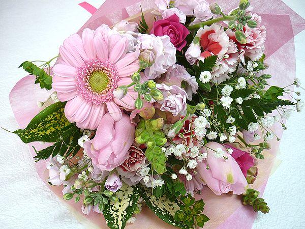 キュートでおしゃれな ラブリーブーケ 愛らしいお花をもらったら 自然と笑顔がこぼれちゃいそう 人気 おすすめ 定番スタイル 季節のお花をいーーーっぱい詰め込んで素敵なブーケをお届けいたします ピンク 花 フラワーギフト 結婚祝い お祝い 記念日 還暦 NO.1500 誕生日 アレンジメント 歓迎 送迎 退職祝い