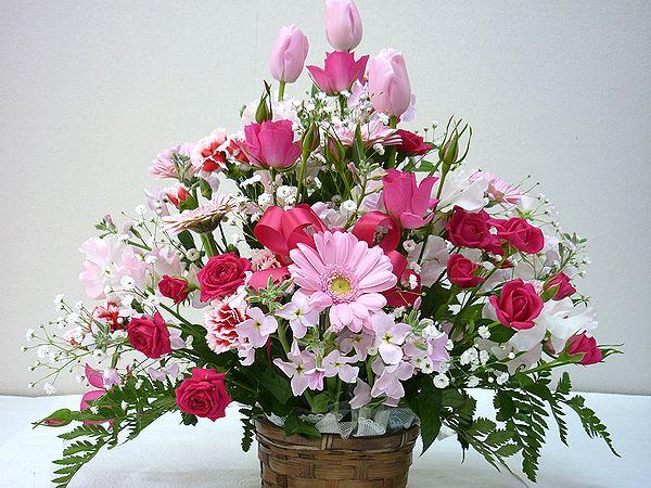当店自慢のアレンジメント ボリューム満天 たくさんのお花がふんだんに使われています 季節のお花を常に仕入れてくるので お花をお任せしていただいている分 たくさん入れています 生花 スタッフおまかせ ゴージャスアレンジメントH40 ピンク 花 在庫一掃 フラワーギフト 記念日 結婚祝い 送迎 退職祝い 歓迎 ショッピング 還暦 NO.3 誕生日 母の日 アレンジメント お祝い