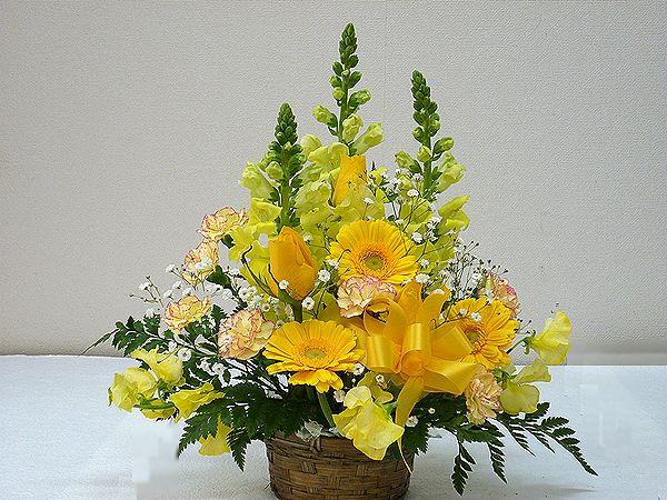 国内正規総代理店アイテム 当店自慢のアレンジメント ボリューム満天 たくさんのお花がふんだんに使われています 季節のお花を常に仕入れてくるので お花をお任せしていただいている分 たくさん入れています 生花 スタッフおまかせ ゴージャスアレンジメントH30 全店販売中 イエロー 花 フラワーギフト 還暦 誕生日 送迎 記念日 NO.2 母の日 お祝 歓迎 アレンジメント 退職祝い 結婚祝い