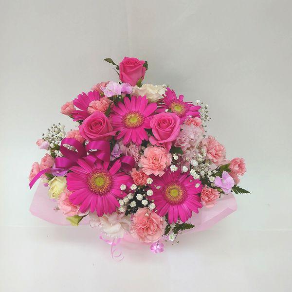 当店自慢のアレンジメント ボリューム満天 たくさんのお花がふんだんに使われています 季節のお花を常に仕入れてくるので お花をお任せしていただいている分 たくさん入れています 生花 スタッフおまかせ ゴージャスアレンジメント H30 ピンク 花 退職祝い 記念日 フラワーギフト アレンジメント 送迎 NO.2 誕生日 ハイクオリティ 再再販 結婚祝い 還暦 お祝い 歓迎 母の日