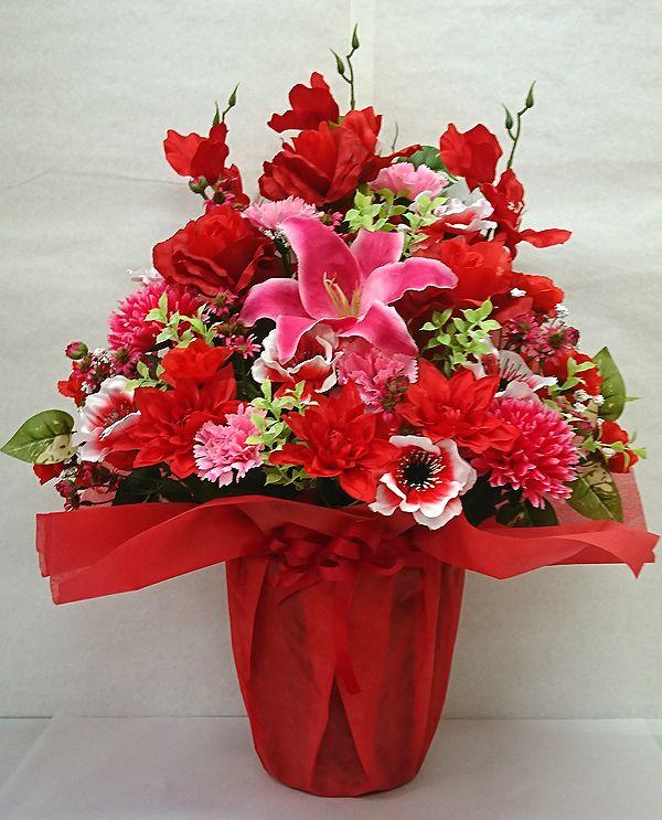 でました おすすめ 造花でこんなに豪華なアレンジメント お花 器をおまかせしていただいて その分 ボリュームアップ 素敵な造花アレンジメントはいかがでしょう 造花 ボリューム満点 デザイナーおまかせアレンジメントH60 レッド 楽ギフ_メッセ入力 花 結婚祝い 誕生日 市場 歓迎 フラワーギフト 記念日 No.5 退職祝い インテリア 送迎 還暦 母の日 アレンジメント お祝い