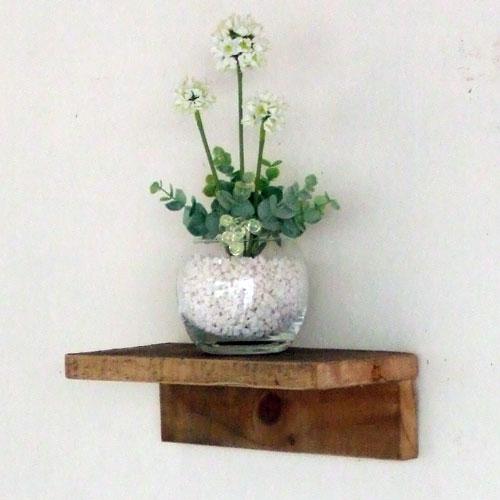 ちょっとした小物を飾れるウォールシェルフ裏には金具が付いておりネジやクギに簡単に引っ掛けられます リサイクルウッド・ウォールシェルフM木製シェルフ 壁掛けシェルフ 壁掛け飾り棚 飾り棚 壁掛け 無垢 天然木