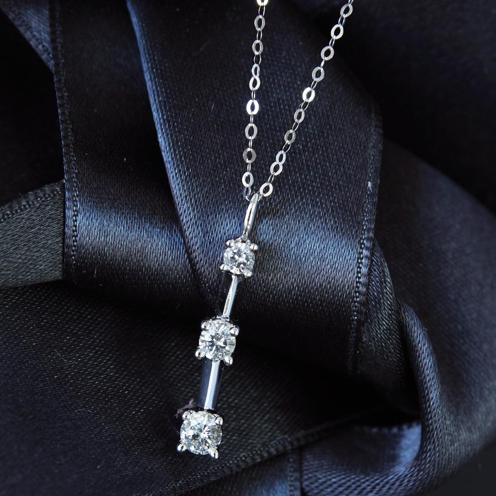 【鑑別書付】0.5ct ダイヤモンド k14 ホワイトゴールド トリロジー ペンダント 4月誕生石//