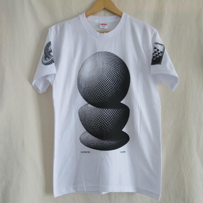 Supreme×M.C. Escher 17SS Three Spheres Tee シュプリーム×マウリッツ・エッシャー スリー スフィアーズ T ホワイト/ブラック サイズ:M【中古】【ストリート】【四日市 併売品】【126-180522-04USH】