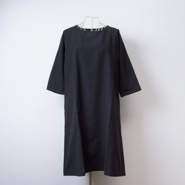うなぎの寝床 久留米絣のワンピース 無地 ブラック 洋服