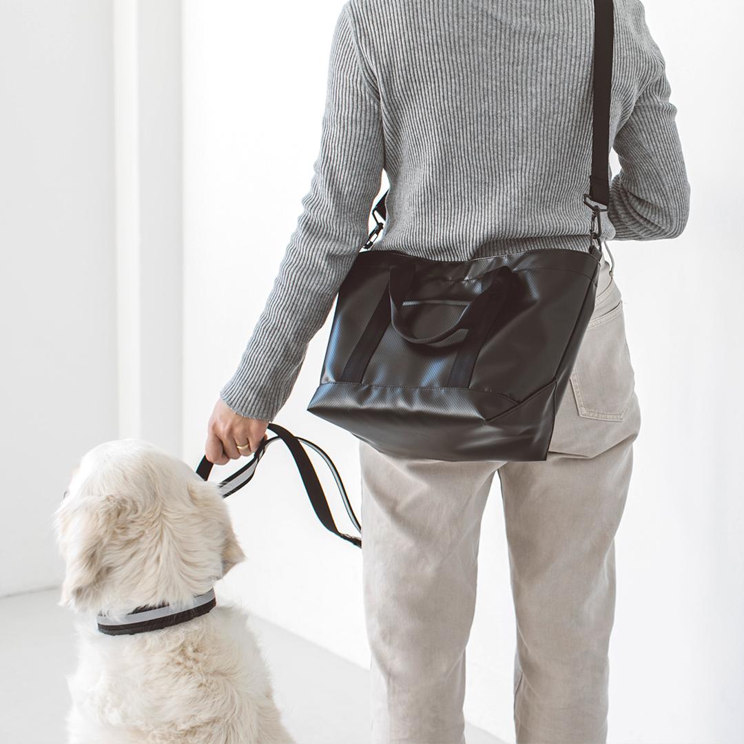 犬 お散歩 ワンちゃんお散歩のために作ったバッグです 今だけスーパーセール限定 機能的で使いやすい ストローリングバッグ ターポリン M サイズお散歩バッグ バッグ 激安 防水 クレート トートバッグ 鞄 おしゃれ シンプル 犬用バッグ かばん 肩掛け 日本製 こだわり