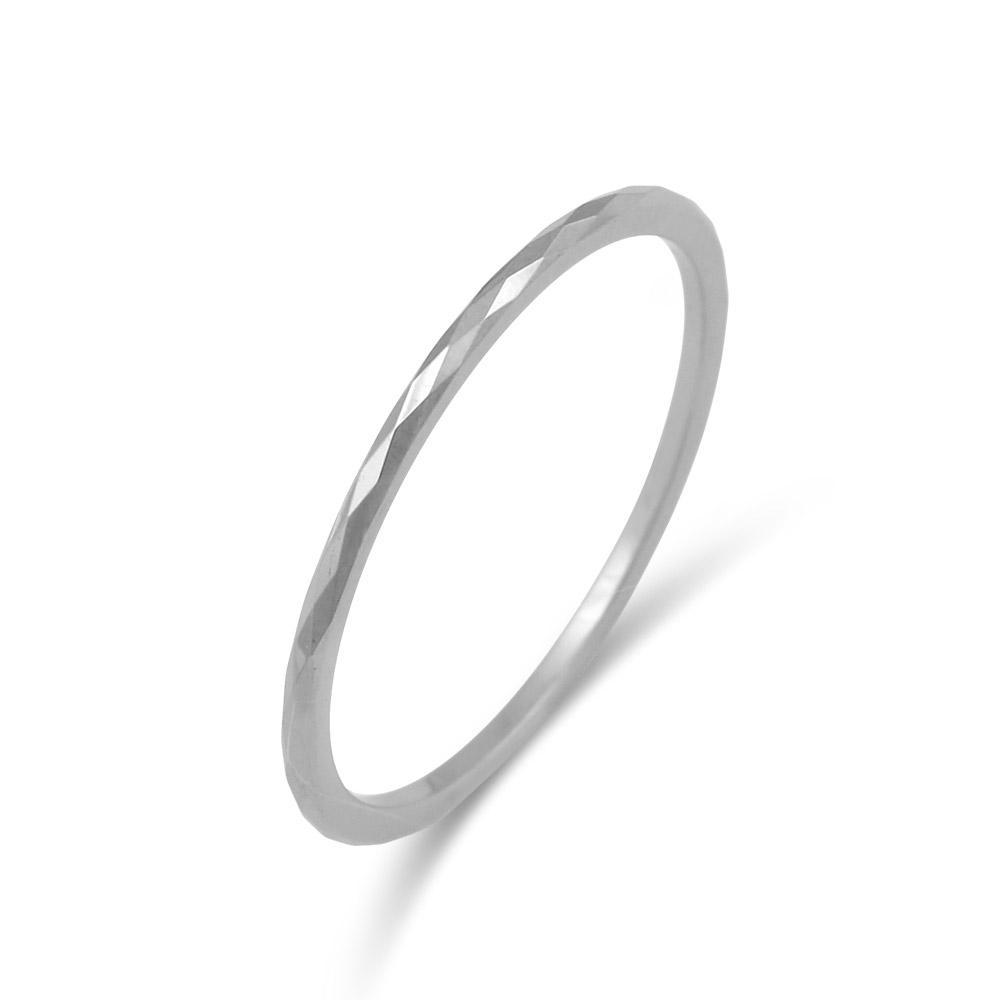 タングステンの硬さがあるからこそ出来る繊細な表情が美しいタングステンリング。傷が付きにくく、金属アレルギーをお持ちのお客様も安心してご使用いただけます。 FREE STYLE 公式サイト タングステンリング 金属アレルギー対応 アレルギーフリー メンズリング メンズアクセサリー メンズ 指輪・リング 記念日 プレゼント ギフト FSTSR225 シンプル フリースタイル 【送料無料】