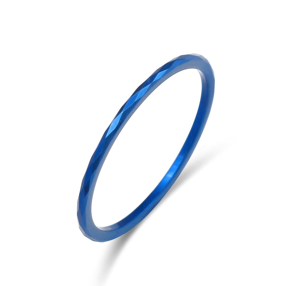 タングステンの硬さがあるからこそ出来る繊細な表情が美しいタングステンリング。傷が付きにくく、金属アレルギーをお持ちのお客様も安心してご使用いただけます。 FREE STYLE 公式サイト タングステンリング 金属アレルギー対応 アレルギーフリー メンズリング メンズアクセサリー メンズ 指輪・リング 記念日 プレゼント ギフト FSTSR225BLUE シンプル フリースタイル 【送料無料】