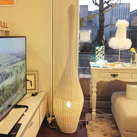 [中古]モデルルーム展示品GERVAZONI JAPANBOLLA Mホワイトラタンフロアスタンド2015年製
