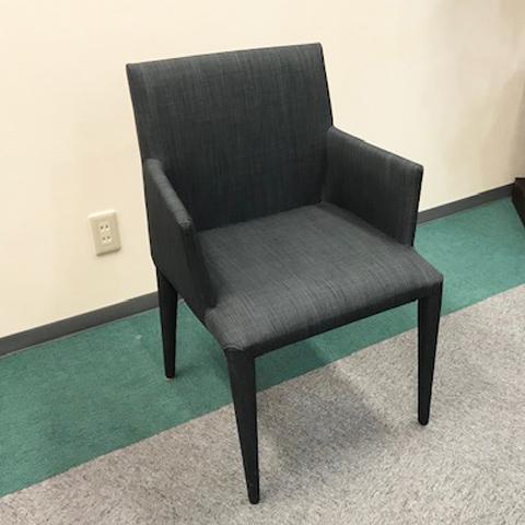 [中古]★モデルルーム展示品★アーム付チェアダイニングチェアファブリックブルー椅子家具