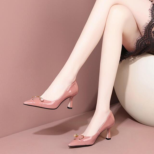 パンプス ハイヒール 本革 ヒール高さ7cm パール ツヤ 可愛い 美脚效果 脚が長く見える 安定感 おしゃれ シンプル 美しい ゴージャス パーティ 結婚式 人気 女子会
