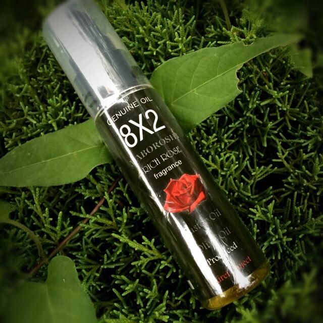 【送料無料】エイトゥ 8x2 ダマスクローズ 美容オイル30ml 特別な オリーブオイル