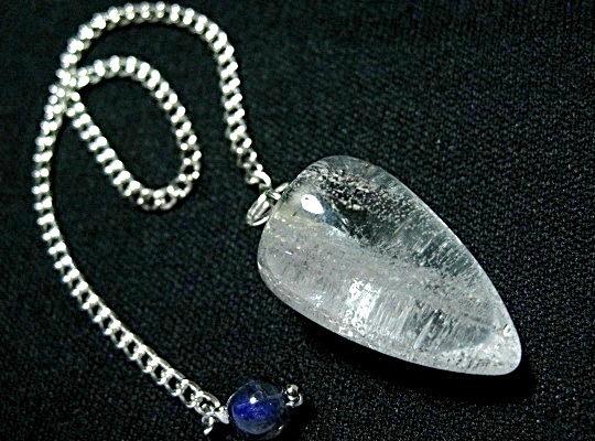 パワーの強いヒマラヤ水晶と導きの天然石アイオライトの組み合わせ 日本 ヒマラヤ水晶+アイオライト付きペンジュラム ダウンジング 特売品 チェーン 限定タイムセール f-§ 天然石 パワーストーン