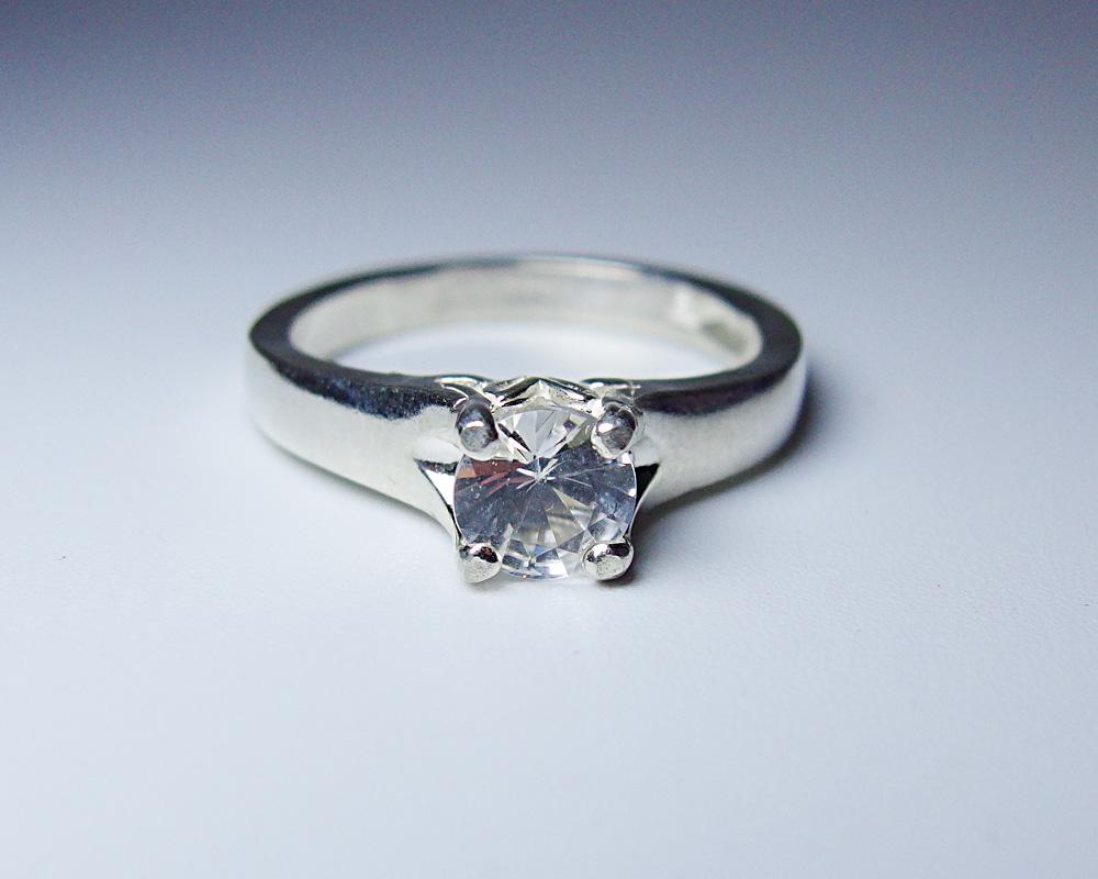 送料無料 宝石質 ナイジェリア産 フェナカイト 0.518ct クラリティSI ラウンドカット リング 指輪 鑑別書付き 希少石 フェナサイト Phenakite Silver925 一点物 サイズ変更無料 〓DEAL