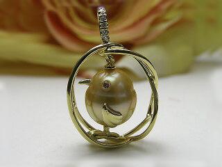 真珠ペンダント 送料無料K18ダイヤモンドアイ チーウーのお家 ペンダントパール ジュエリー 鳥 真珠婚 30年 とり 手作り 可愛い プレゼント 人気 1点限り 個性的 目立つ 癒し系