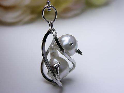 真珠ペンダント 送料無料籠から出してよ! つるじ先生ペンダント SV パール 鳥 トリ 可愛い 1点限り手作り 加工 プレゼント お祝い 人気 あこや真珠 めがね珠