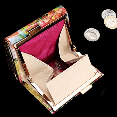 使いやすいミニ財布「フルッティ デ ボスコ ヴィローラ チェーリア」