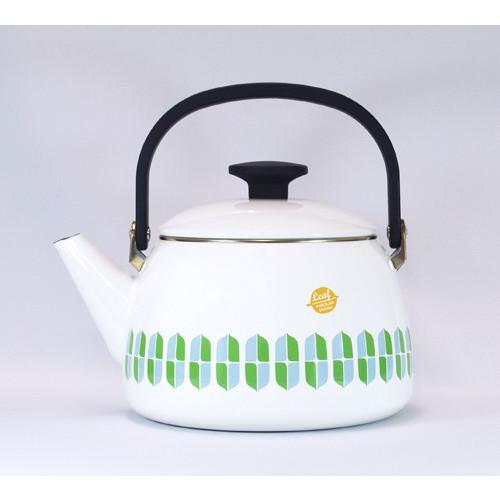 ケトル ホーロー製品は熱効率が高い為、様々な場面で活躍します キッチン雑貨 ホーロー製ケトル やかん北欧風のやかんです。200V IH対応可能 蓋付き 【安心のメーカー直販】ケトル 富士ホーロー ハニーウェア 2.5L リーフ Leaf 北欧風 IH200V対応 おしゃれ ホーロー DAILYWARE LeafSeries 葉っぱ 彩り キッチン雑貨 かわいい