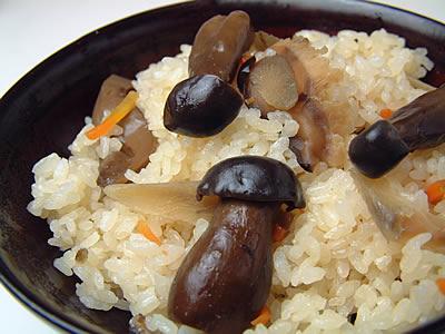 炊き込みご飯の素 驚きの値段で 贈与 大粒で甘みのある京都丹波産しめじを使いました 丹波しめじご飯の素