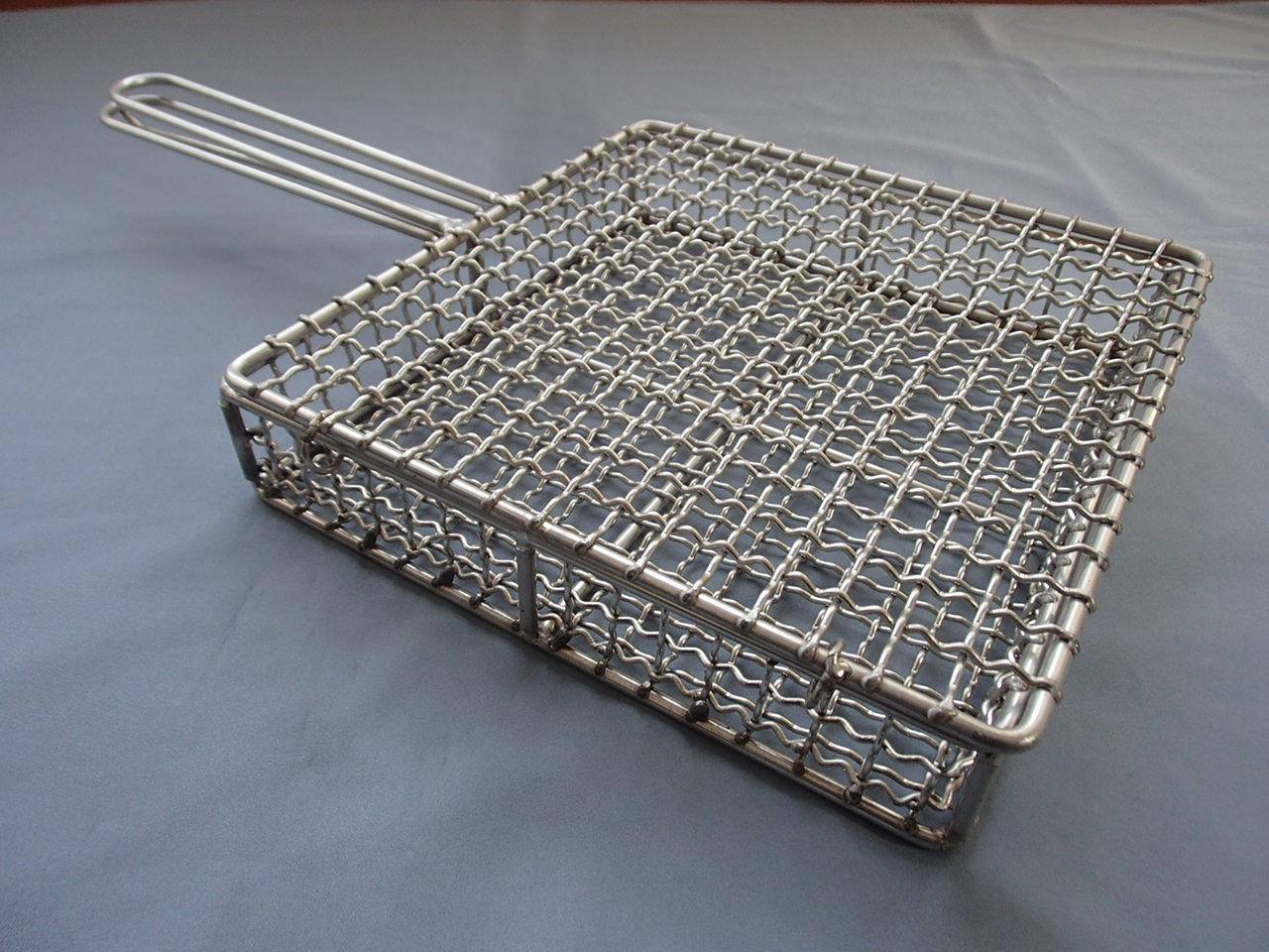 【フタ付き】地鶏焼きアミフライパン18-8ステンレス(270角)職人の完全手作り製品