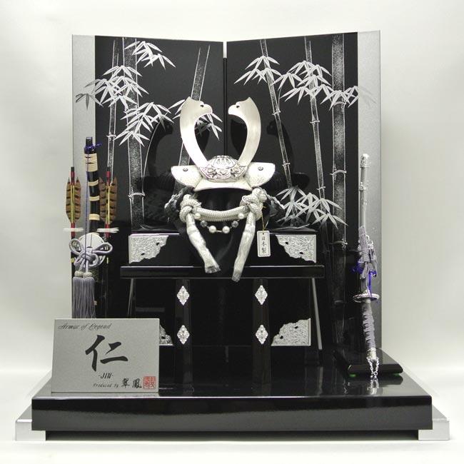 藤田人形店オリジナル兜平飾り『スワロフスキー 日本製無双白兜 銀竹屏風』