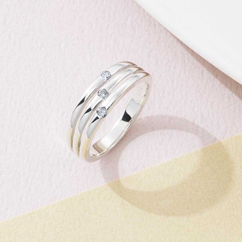 【送料無料】【ギフト】ウルティマ シルバーダイヤモンドファッションリング 13号 CHR1946DIA【代引不可】