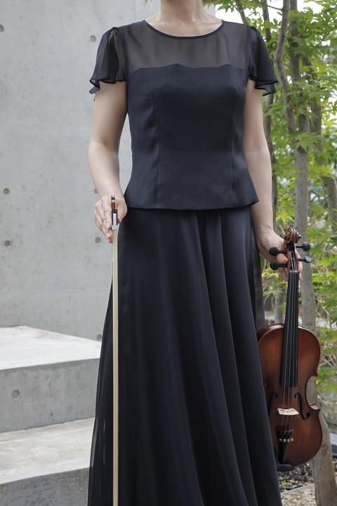 軽やかさとふんわりを感じられるやさしい一枚。美しいフレアー、ウエストゴムのラクな着心地でピアノ伴奏、コーラス(合唱)、オーケストラ演奏に重宝。 ふんわり&はなやか オーガンジー スカート ※ご希望のカラーであなたのサイズに合わせて型紙一枚からお仕立てするスペシャルイージーオーダーメイド / 大きいサイズもOK