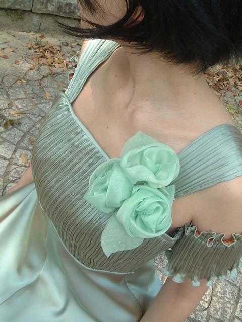 しずく付きのばらの花コサージュ ピンク グリーン 緑 ブルー 水色 青 ※ご注文またはご入金確認後1~8営業日後出荷