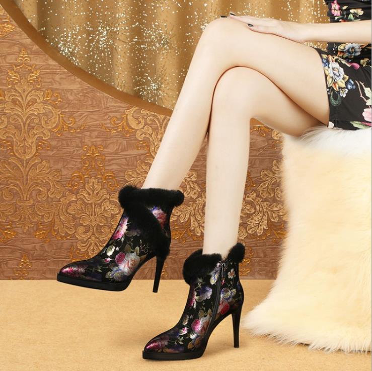 全国どこでも送料無料 暖かい 女らしい ハイヒール 牛革 レザーブーツ 女性 2色 定番 本革シューズ 革靴 ブーティ 裏起毛 レディース ショート丈 美脚ニーハイブーツ ボア 無地boots ショートブーツ 秋冬 冬靴 シューズ 黒色