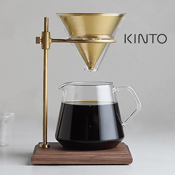 KINTO キントー コーヒー ブリューワースタンドセット スローコーヒースタイル ステンレスフィルター SCS-S02 27591 コーヒードリッパー コーヒードリップ KINTO SCS-S02 コ-ヒー ブリューワースタンドセット 4cups 27591 コーヒータイムに至福のひとときをもたらす、重厚感のある佇まいのSCS-S02。ブリュワースタンドは深みのある色調のウォールナットと、経年変化が愉しめる真鍮を組み合わせています。