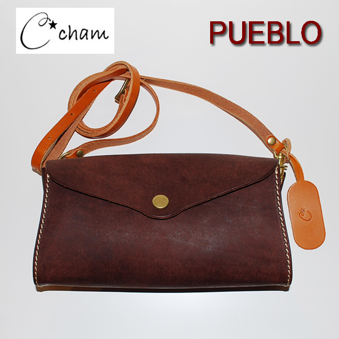 チャム プエブロ ポシェット CMSP-006 CHOCO チョコ cham PUEBLO 古典的なタンニン鞣しのバケッタ製法で有名なイタリアの名門タンナーであるバタラッシ・カルロ社によるプエブロを使用したシリーズです。