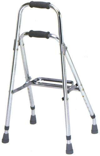 【全品ポイント5倍! 】 テツコーポレーション バランスウォーカー T-5503 シルバー 4点杖では不安な方におすすめです。接地面が広く安定性抜群。 ベッド 椅子 トイレ等からの立ち上がりの支えに。非課税 固定式歩行器JAN4541053209102