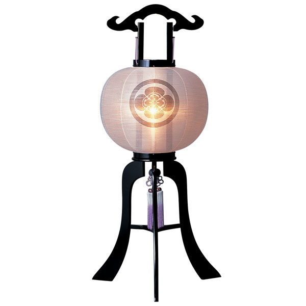 お盆には、故人を偲んで盆提灯を飾りましょう。 盆提灯 絹張行灯 黒塗無地 12号木製・風鎮付・電気式 家紋入れサービス