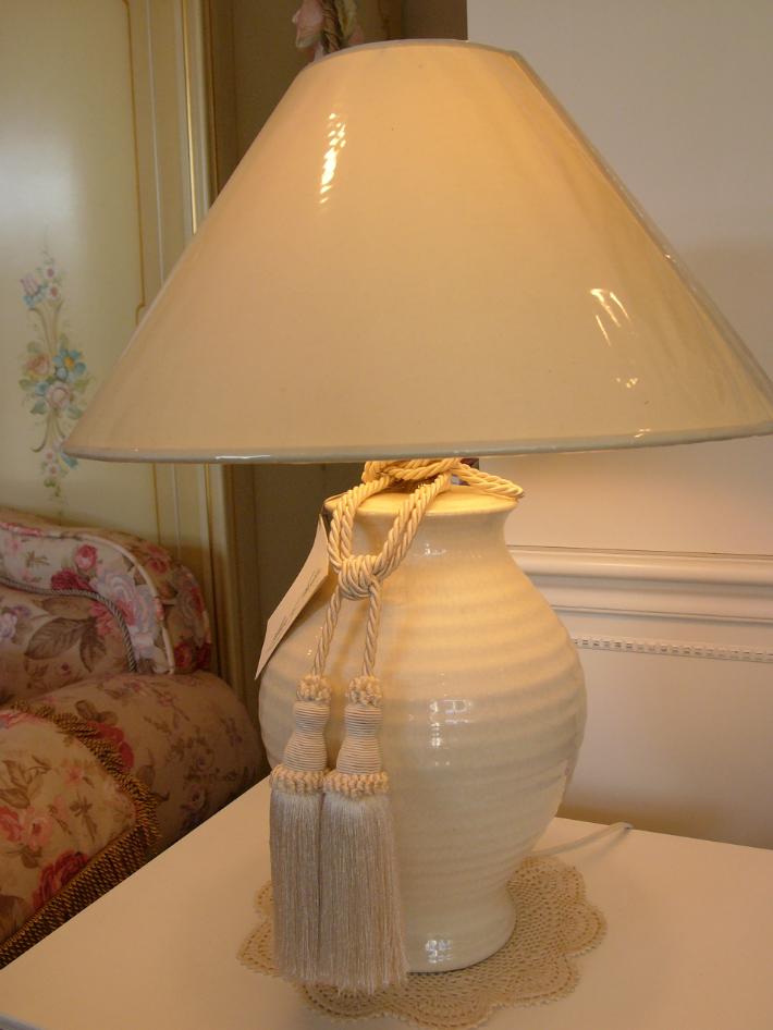フランス製 テーブルランプ ベージュ クリーム系 セレブ 優雅 ホテル仕様 ラグジュアリー シャビーシック 陶器