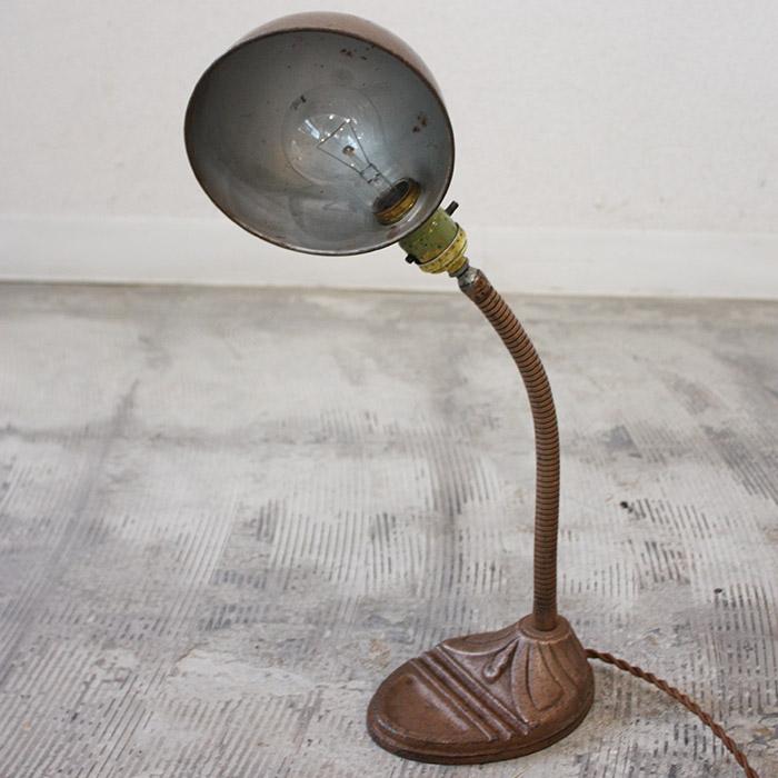 DESK LAMP【海外直輸入中古品】【中古】ランプ アンティーク 照明 卓上 ディスクランプ 間接照明 インダストリアル ヴィンテージ 鉄製 店舗什器 インテリア 空間演出