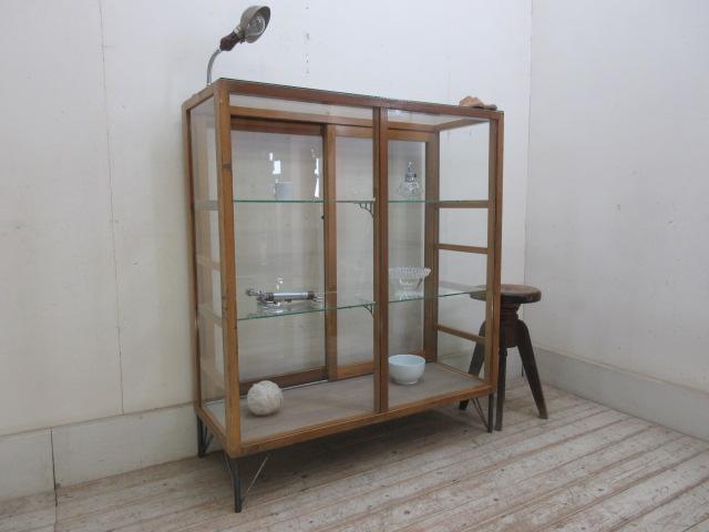 古い楢材の鉄脚付ガラスケースH1