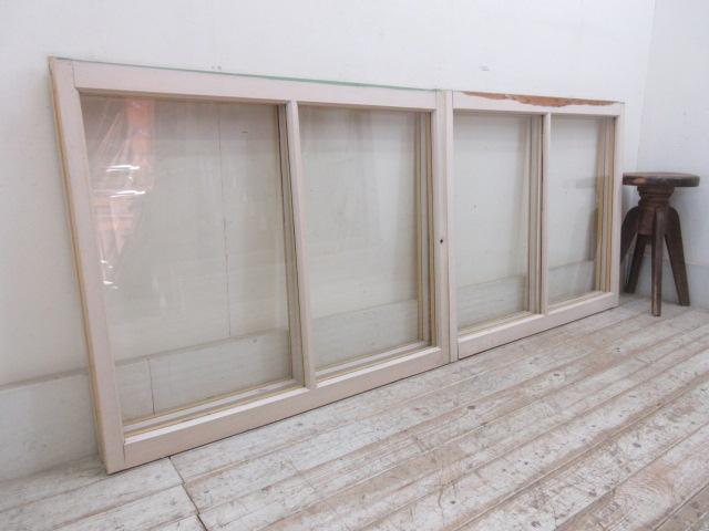 古いペンキの剥げた窓4枚組B3