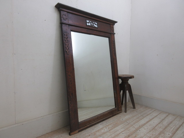 古い木製フレームの大きな鏡O1