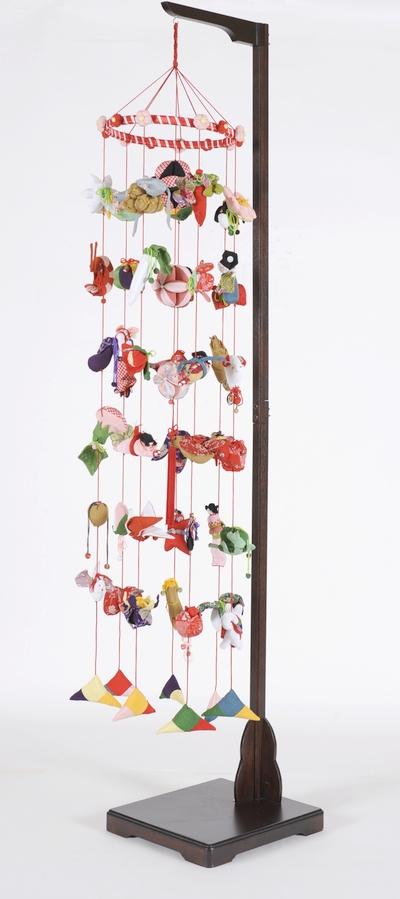 【つるし飾】【ひな人形】つるし雛 つるし雛:7×7縮緬:スタンド付【吊るし雛】【雛人形】