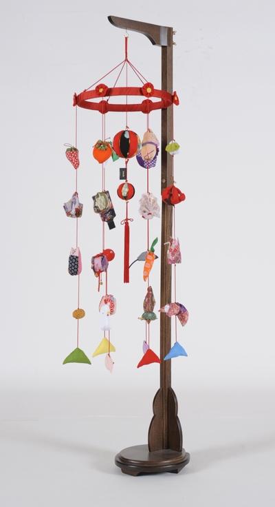 【つるし飾】【ひな人形】つるし雛 花付輪飾り(中):スタンド付【吊るし雛】【雛人形】