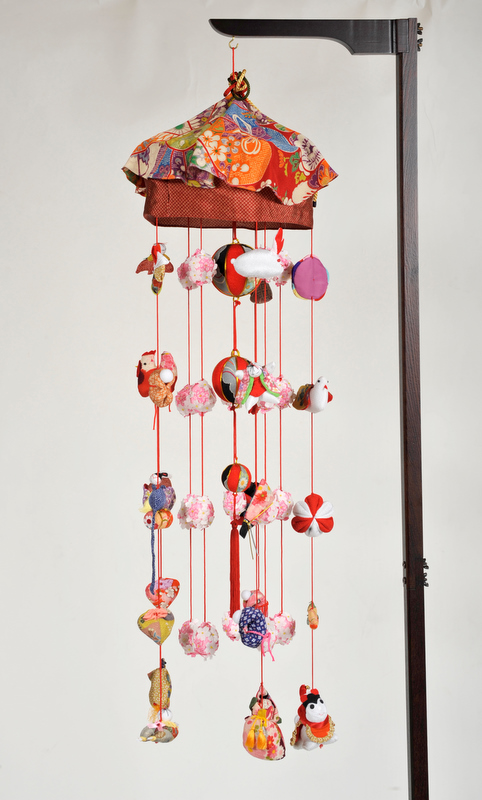 【ひな人形】つるし雛 さくらの二輪つるし雛:傘付縮緬:スタンド付【吊るし雛】