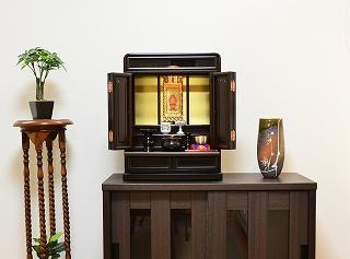 伝統型仏壇 ミニ 雲取 18号 ウォールナット色 仏壇セット 照明付 高さ56cm×巾43cm×奥行28cm